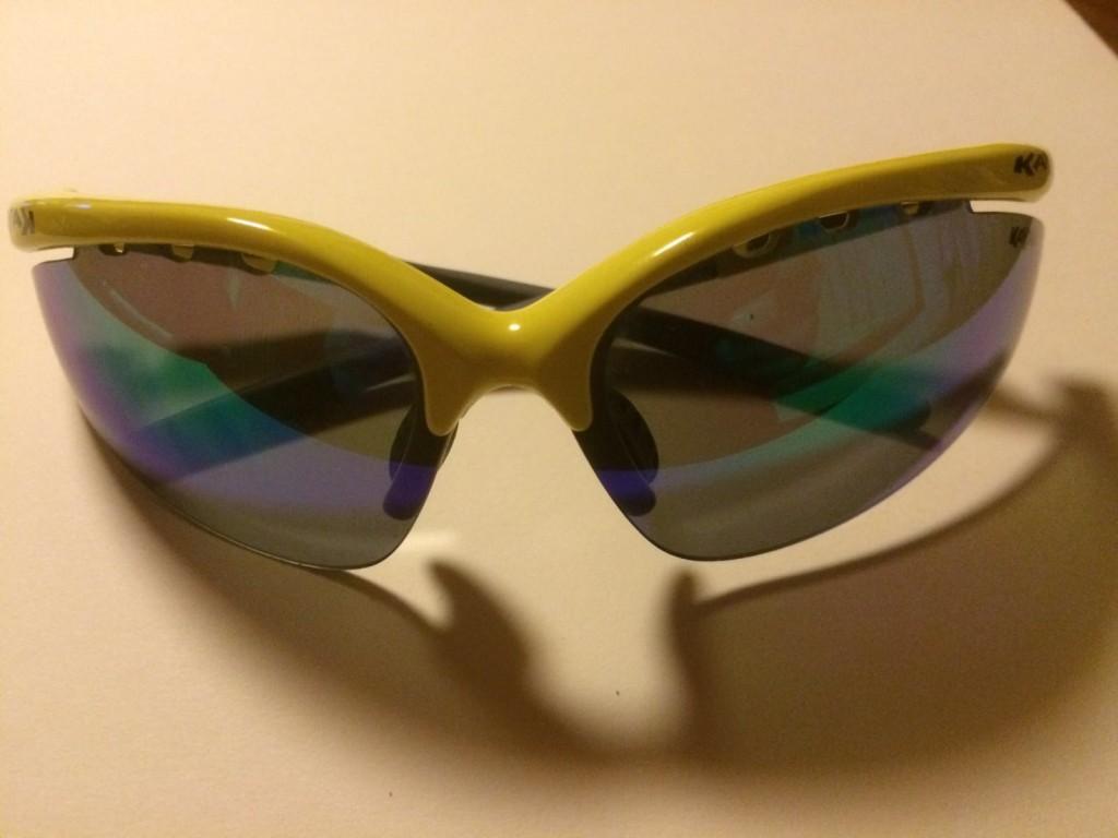 occhiali sportivi vari modelli e colori con lenti intercambiabili (bianche/specchio/gialle o arancio) €15,00